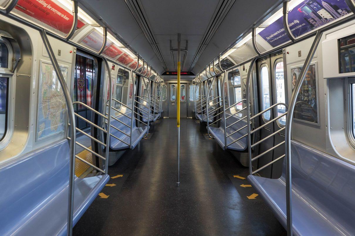 Medlight Nueva York utilizará potentes lámparas ultravioleta para matar el coronavirus en Metro y Autobuses.