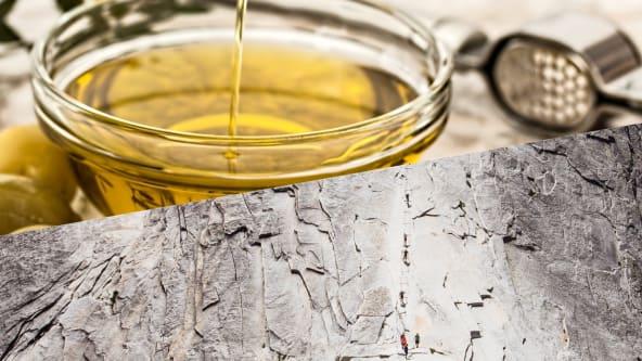 Chaponは厳選した美容成分を配合。天然重曹で肌を洗浄しエイジングケアにも使われるホホバオイルでお肌がしっとりします。
