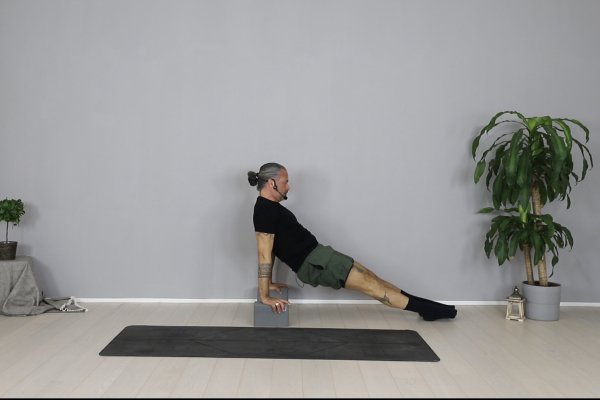 HIIT YOGA: ABS & MOBILITY