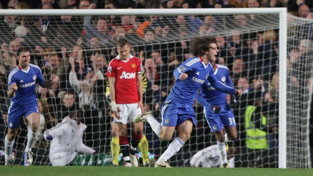 David Luiz celebrates his goal against Man United