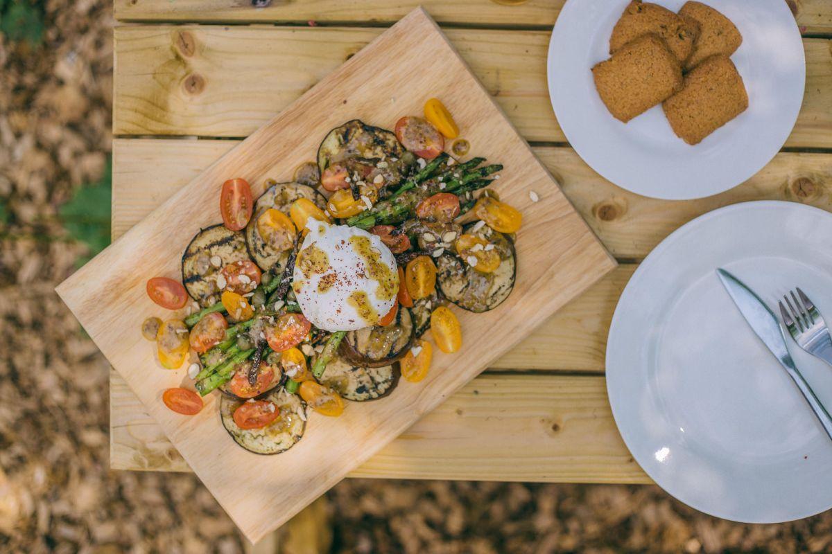 Grilled Aubergine & Asparagus Salad