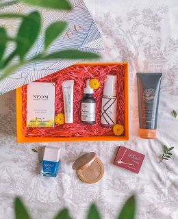 #ad {the new Tili 'Heatwave' Beauty Box is here} and it's all about getting your glow on! My favorite item in this box has got to the be the Decléor Green Mandarin Sun-Kissed Day Cream because you know I love anything that deeply hydrates my skin and adds a gorgeous, subtle glow. Tili includes popular premium beauty from well known and hard to reach brands exclusively at tilibeauty.co.uk. Priced at £20, the @Tilibeauty Box is a source of discovery every season and there is no subscription required! #TriedItLovedIt #beautybox