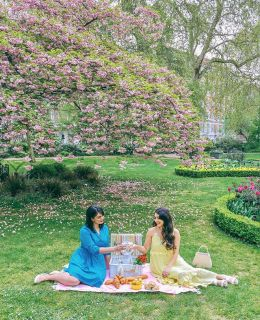 {summer is here} and despite this week of June Gloom, I love that the season calls for picnics! I'm sharing a few recipes and a guide on how to have organize an eco-friendly picnic this year… find the link in my stories and share a Prosecco with @anoushkalila and me!
