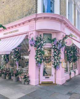 {pink & florals} your typical London cafe…