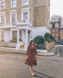 {this weekend} I'm off to a dinner party at @moorni.london that I'm sure will be filled with good food and good chats, working out of a cafe or two, long walks through Notting Hill, an epic brunch at @thenedlondon and maybe a bath with a new book. What are you up to this weekend? 💕 shop my outfit via #linkinbio