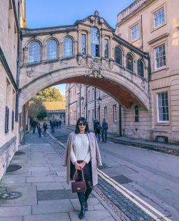 {walking the streets of @oxford_uni} one of the most irritating things when I was at St. Andrews was dodging all the tourists during term time. Can you imagine going to university at a tourist attraction?