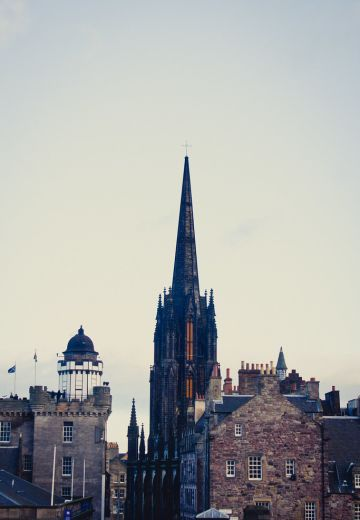 5 Tips for Visiting Edinburgh, Scotland Cover Image