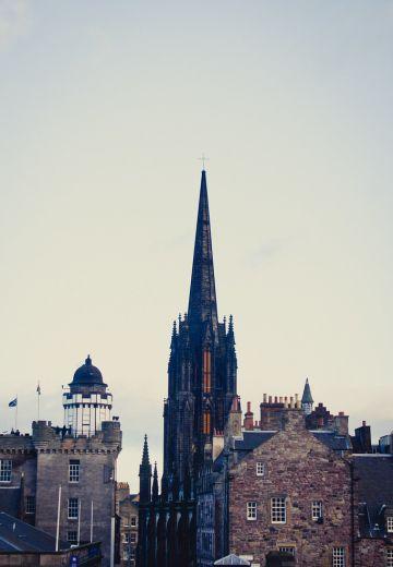 5 Tips for Visiting Edinburgh, Scotland Cover Image