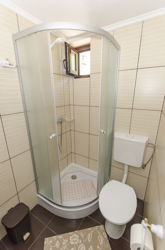 Shower and toilet in the ground floor family suite