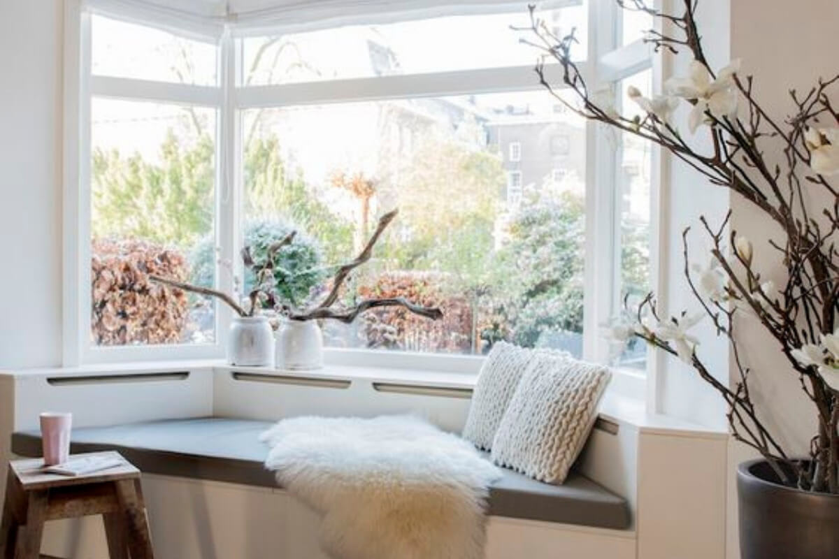 Bay window with 3 panes