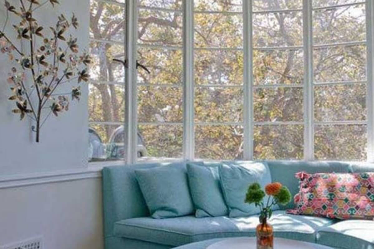 Bow window with 5+ panes