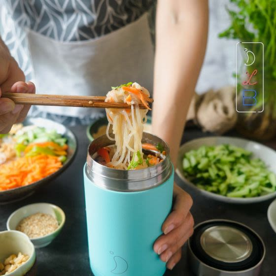 Got 15 minutes to spare? Then whip up @thefoodietakesflight's Peanut Miso Vermicelli Noodle Salad. It ticks every box: quick,