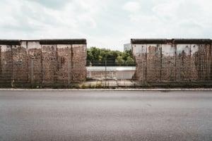 Erhaltener Teil der Berliner Mauer bei der Niederkirchnerstraße.