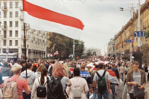 Thousands of protesters in Minsk march for unity