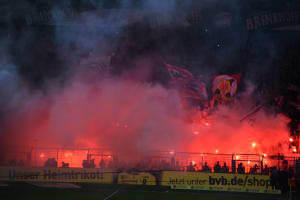 Pyro im Fussbaldstadion.