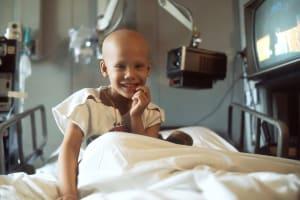 Krebskrankes Kind im Spital