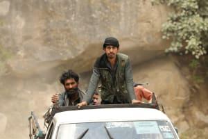 Das Bild zeigt Afghanische Zivilisten in einem Auto in Afghanistan