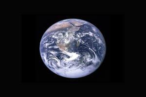 Ein Bild von der Erde aus dem All - sie ist rund.