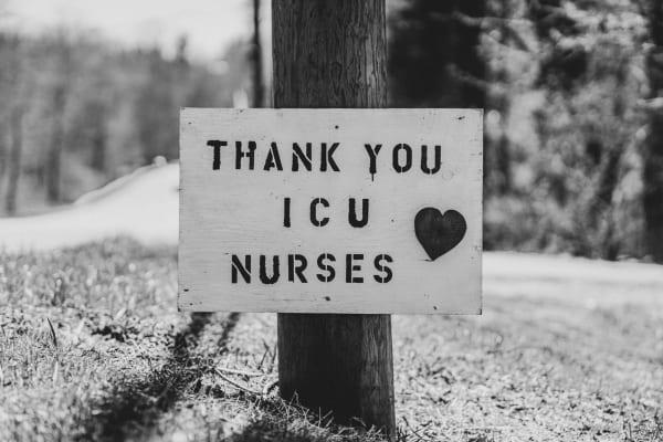 Ein Danke-Plakat für Krankenschwestern des Notfalls