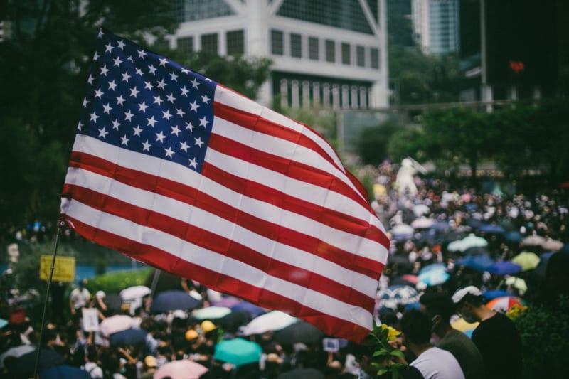 Die «Proud Boys» demonstrieren für das Land, für die Heimat und gegen Fremde/Ausländer.