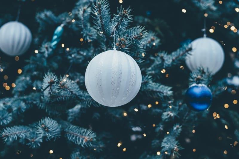 Viel Glitzer und Schmuck erwartet uns jedes Jahr an Weihnachten.