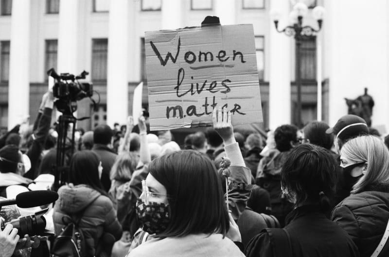Zum Weltfrauentag - Frauen kämpfen um Ihre Existenz.