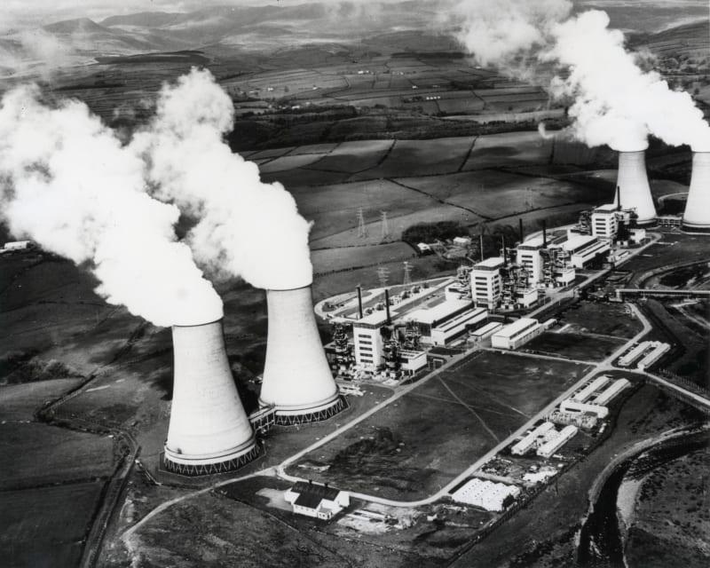 Das Bild zeigt vier aktive Atomkraftwerke