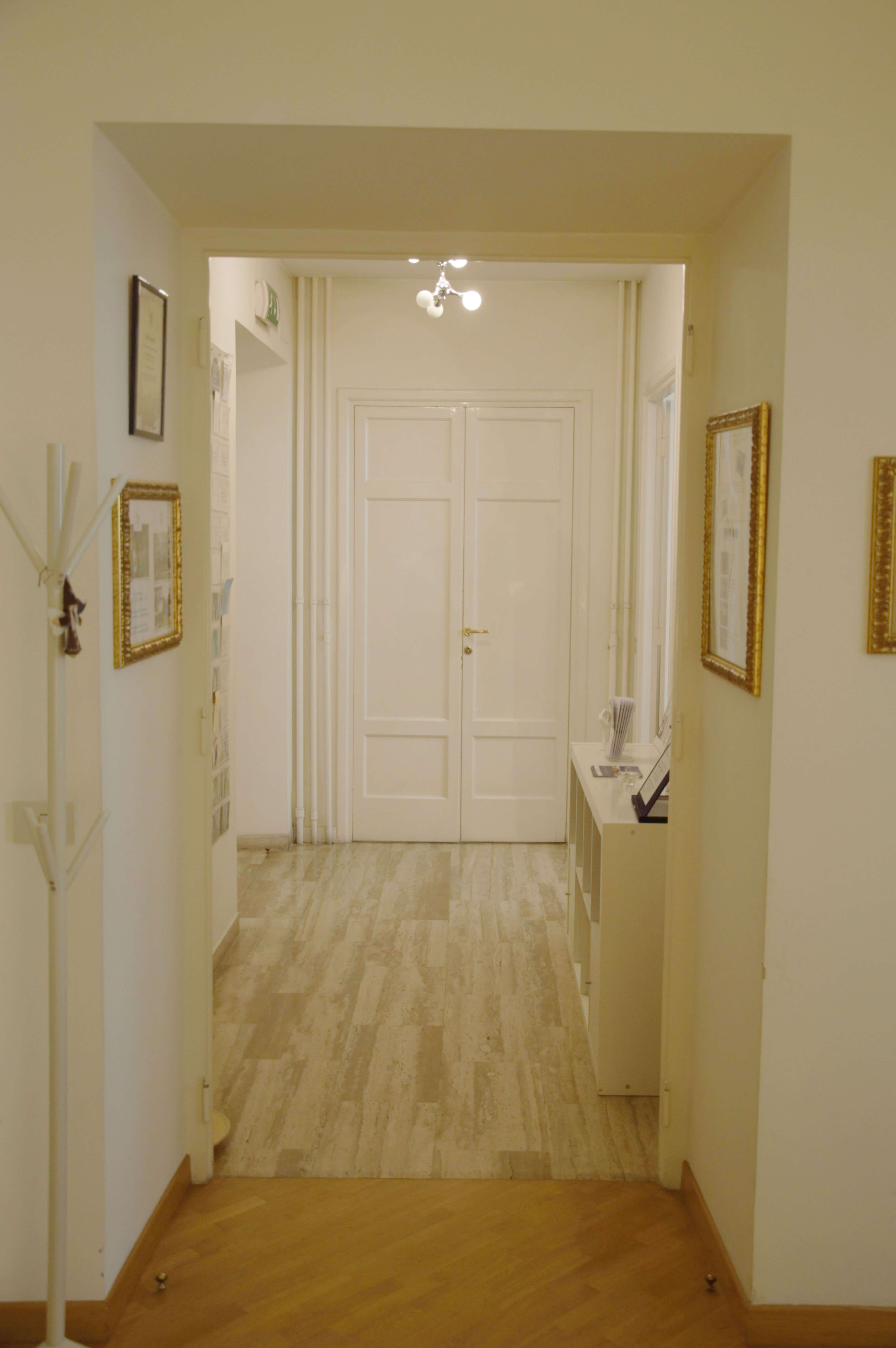 Chiropratica Universale Hallway
