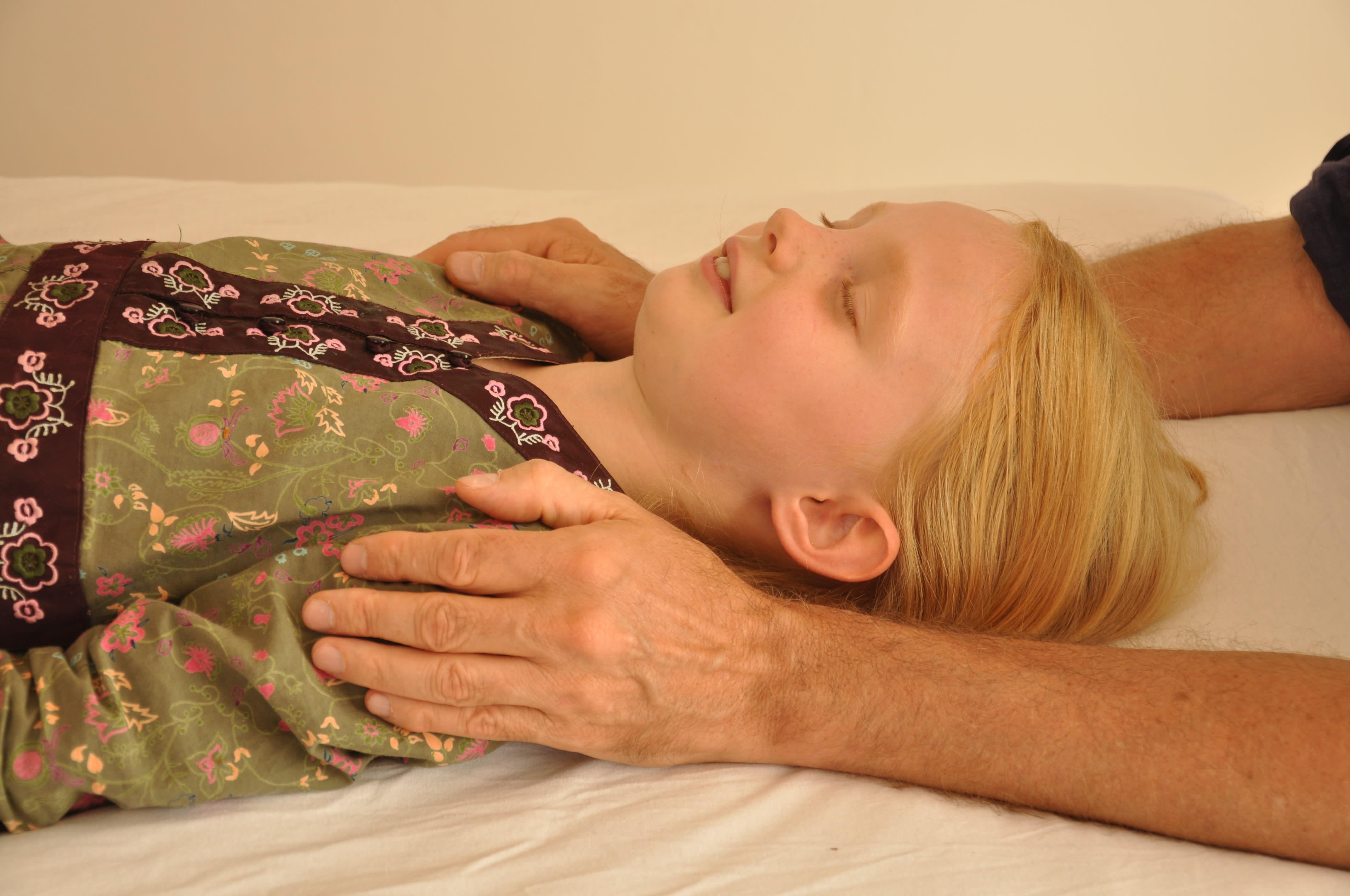 Craniosacral Healing Ausbildung Seminar - Behandlung eines Kindes