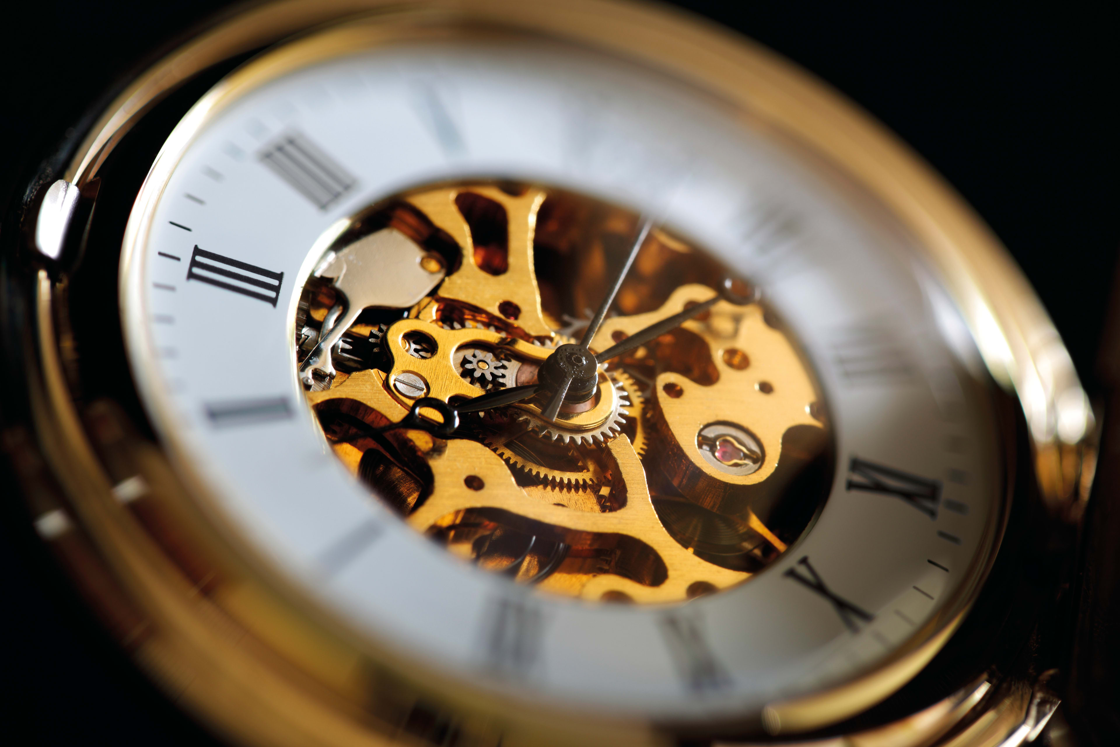 Uhr mit sichtbarer Mechanik