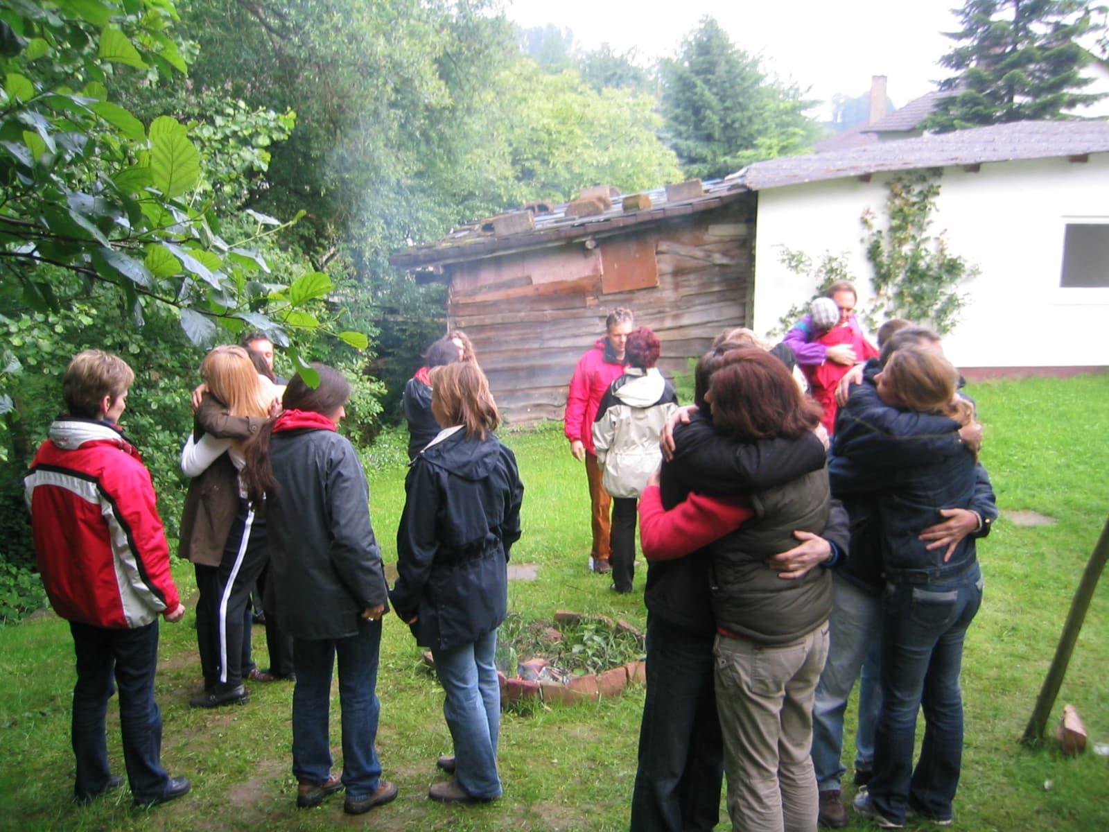 Craniosacral Schule Ausbildung Gruppe im Garten