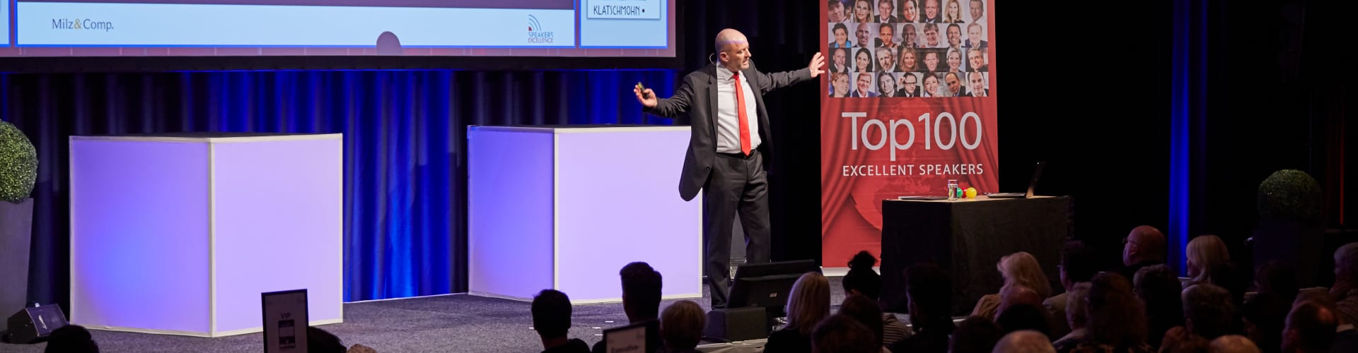 Markus Milz Keynote Speaker hält Rede vor Publikum
