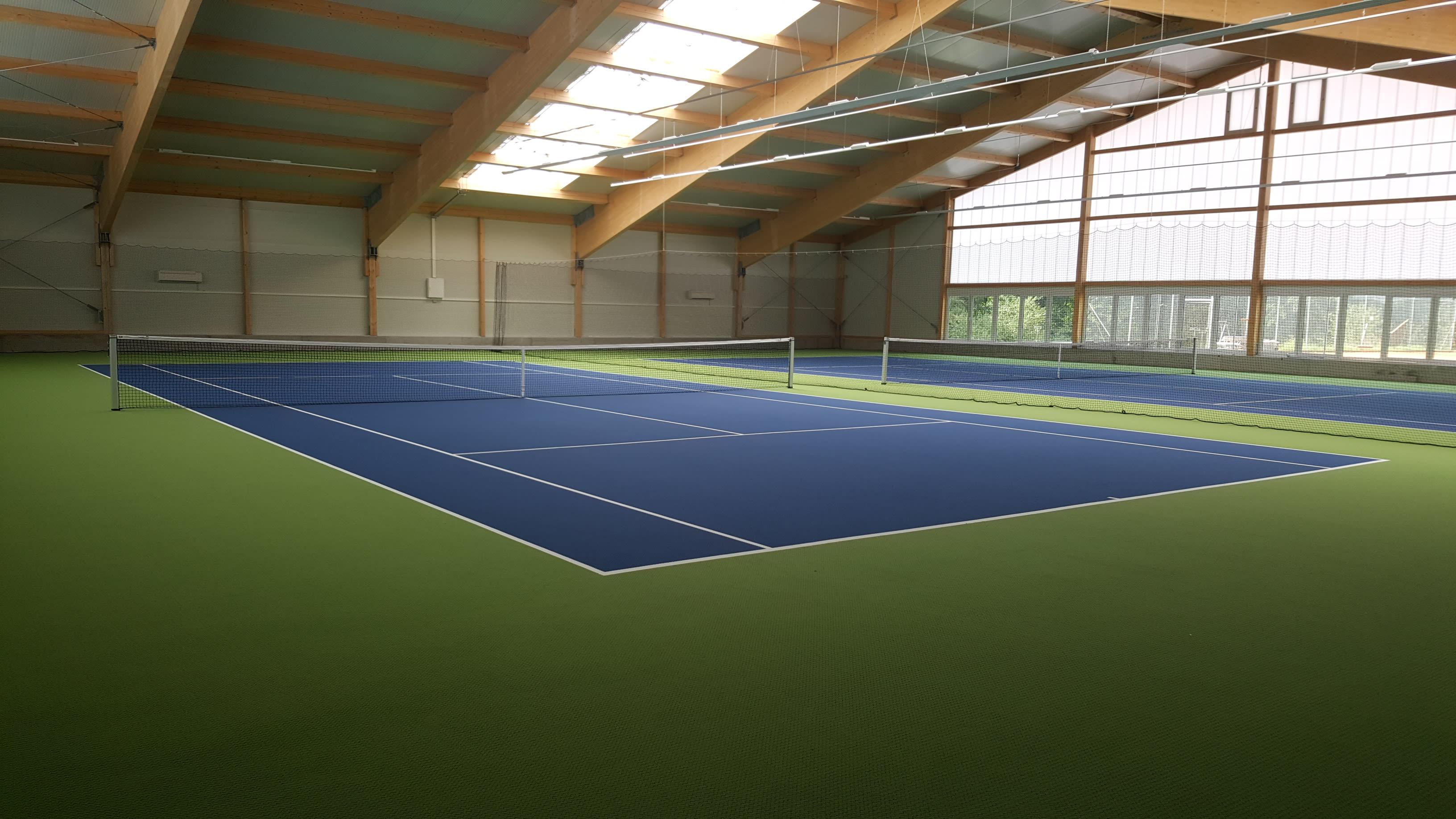Tennishalle Lichtenfels Halle blauer Boden