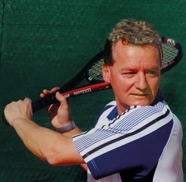 Edgar Euling beim Tennisspielen
