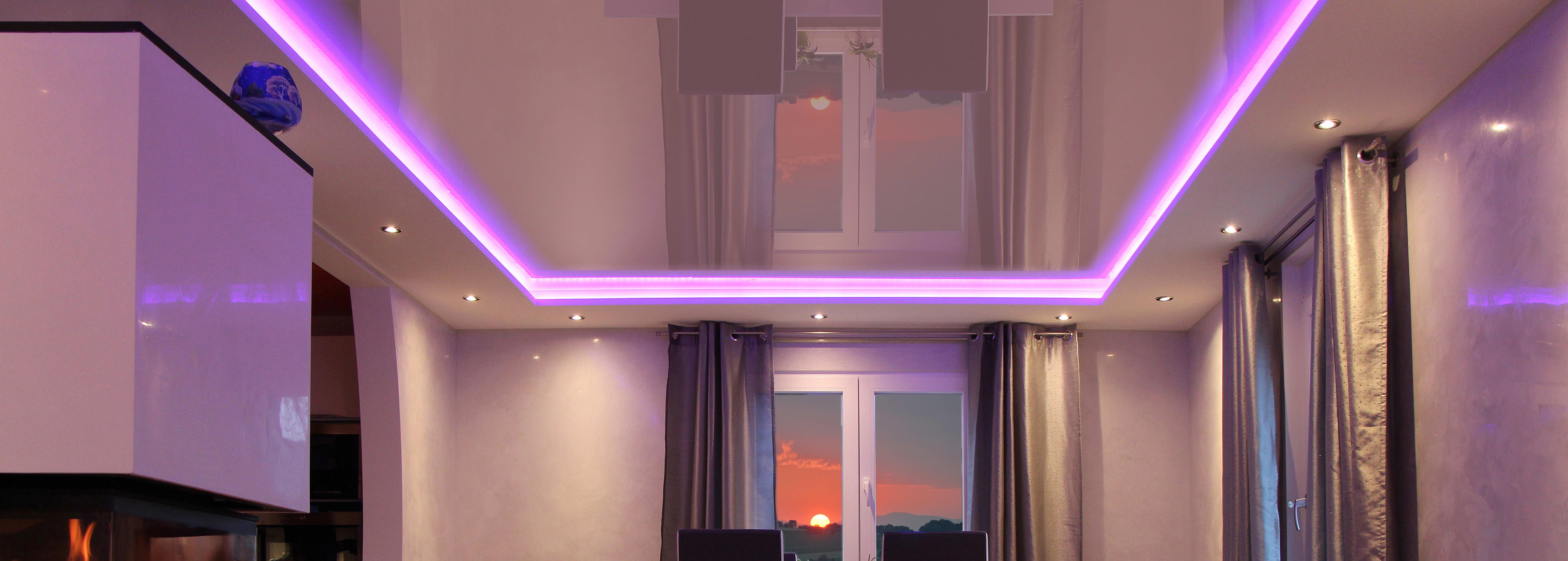 Lackspanndecke mit LED Panels und Leuchten integriert