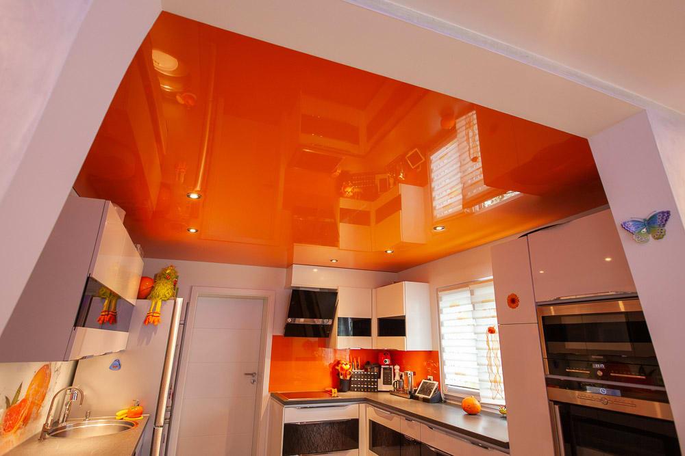 Lackspanndecke in Farbe Orange in Küche