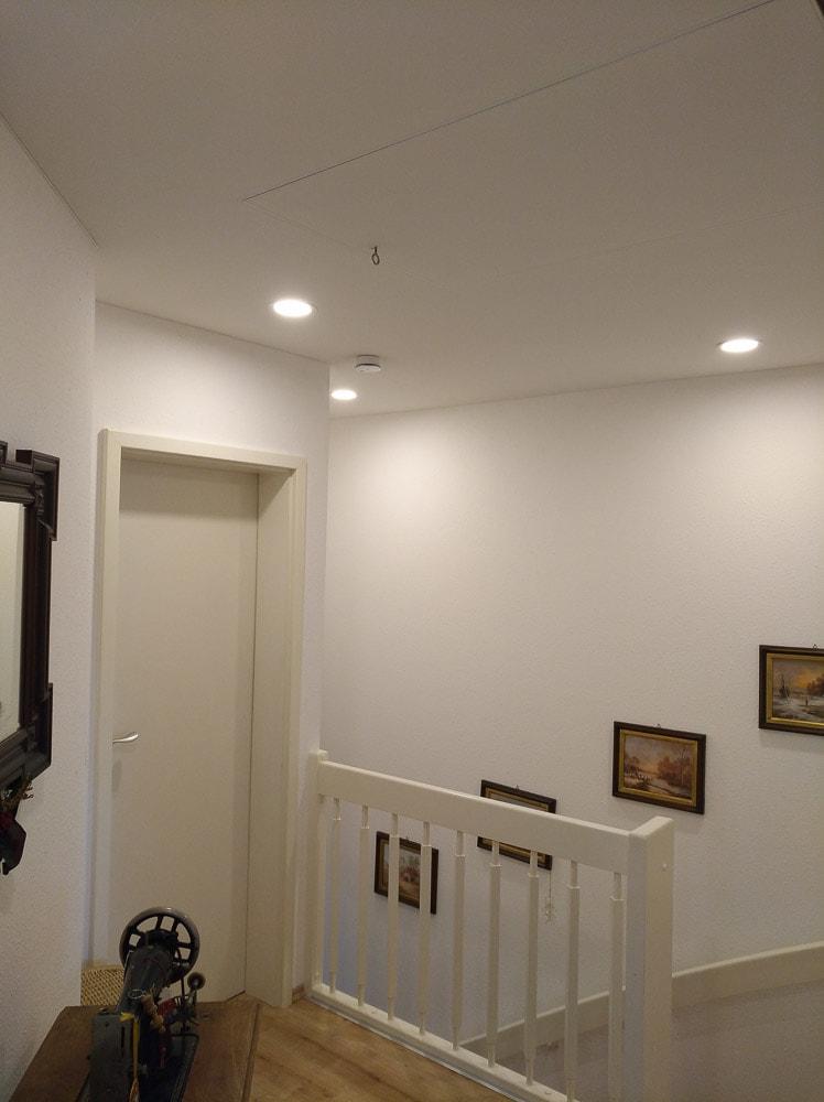 Wohnraum Spanndecke in Farbe weiß im Flur