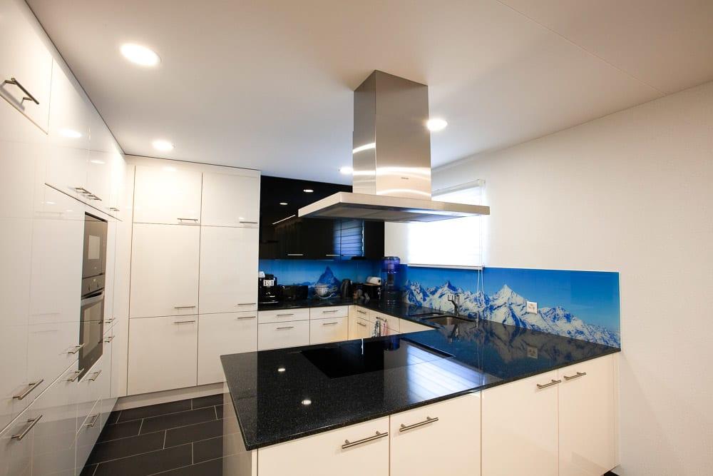 Bild von Küche weiße Spanndecke mit integrierten Leuchten
