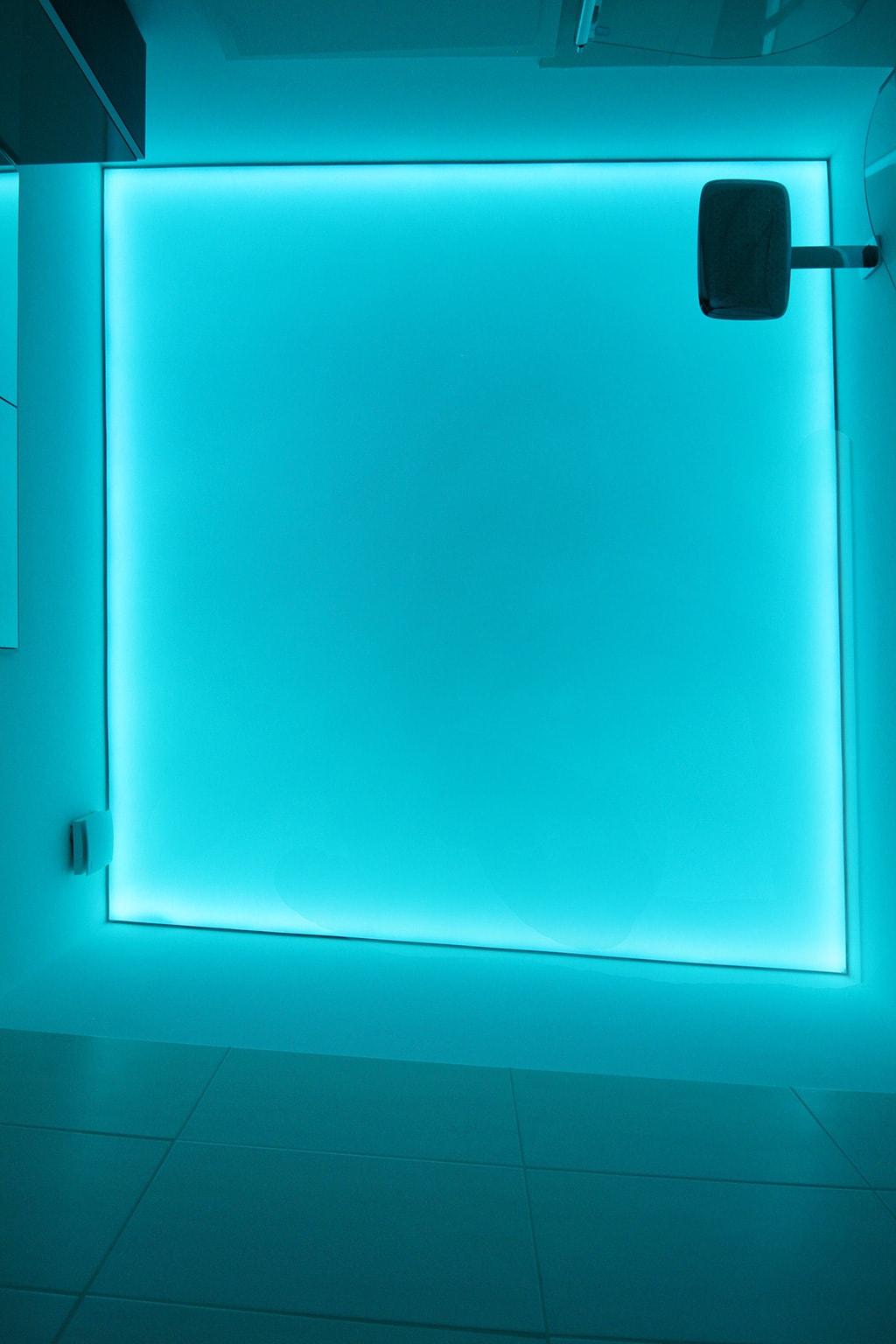 Leuchtdecke rechteckig mit blauer leuchte