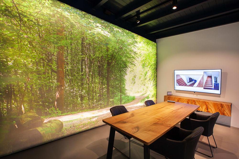 Geweberaum mit Motivwand mit Motiv Wald