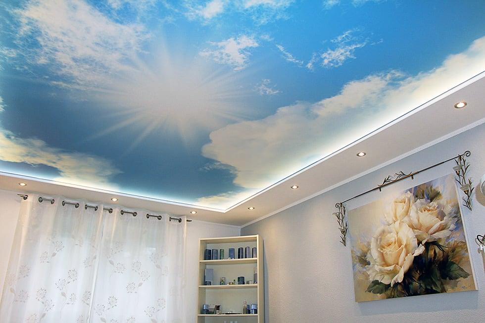 Motivdecke mit Motiv Himmel und Sonne mit integrierten Leuchten punktuell