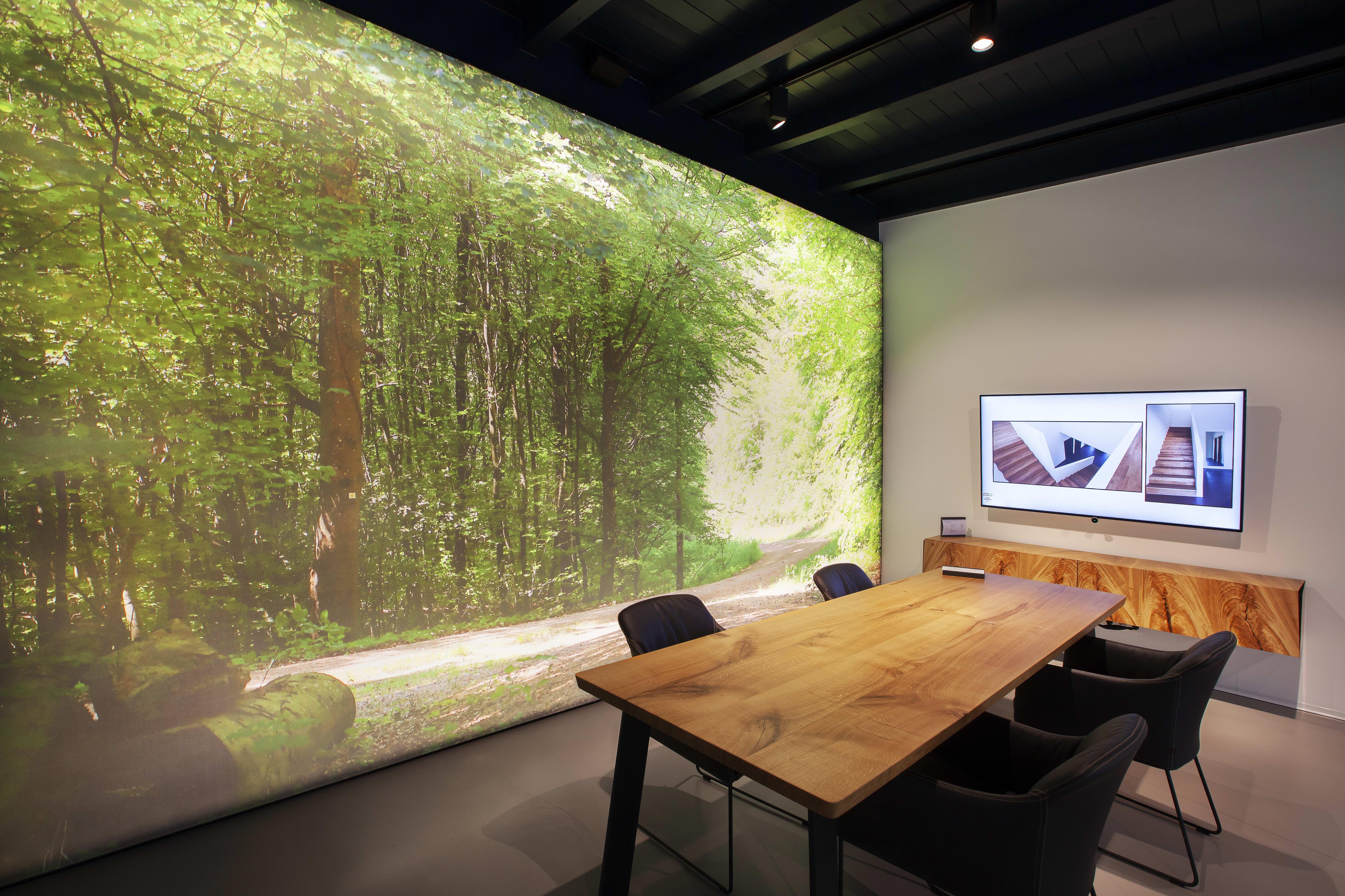 Wandbespannung mit Wald als Motiv