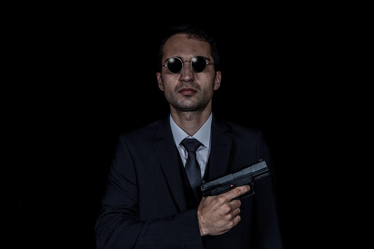 Agent mit Waffe