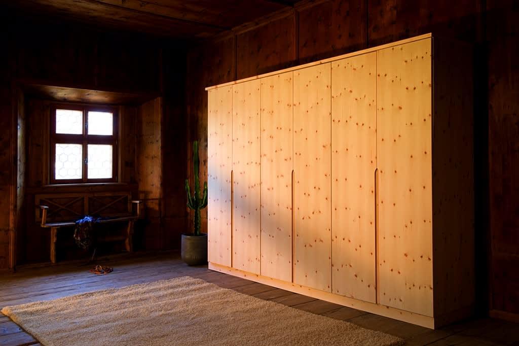 Zirbenholzmöbel Schrank