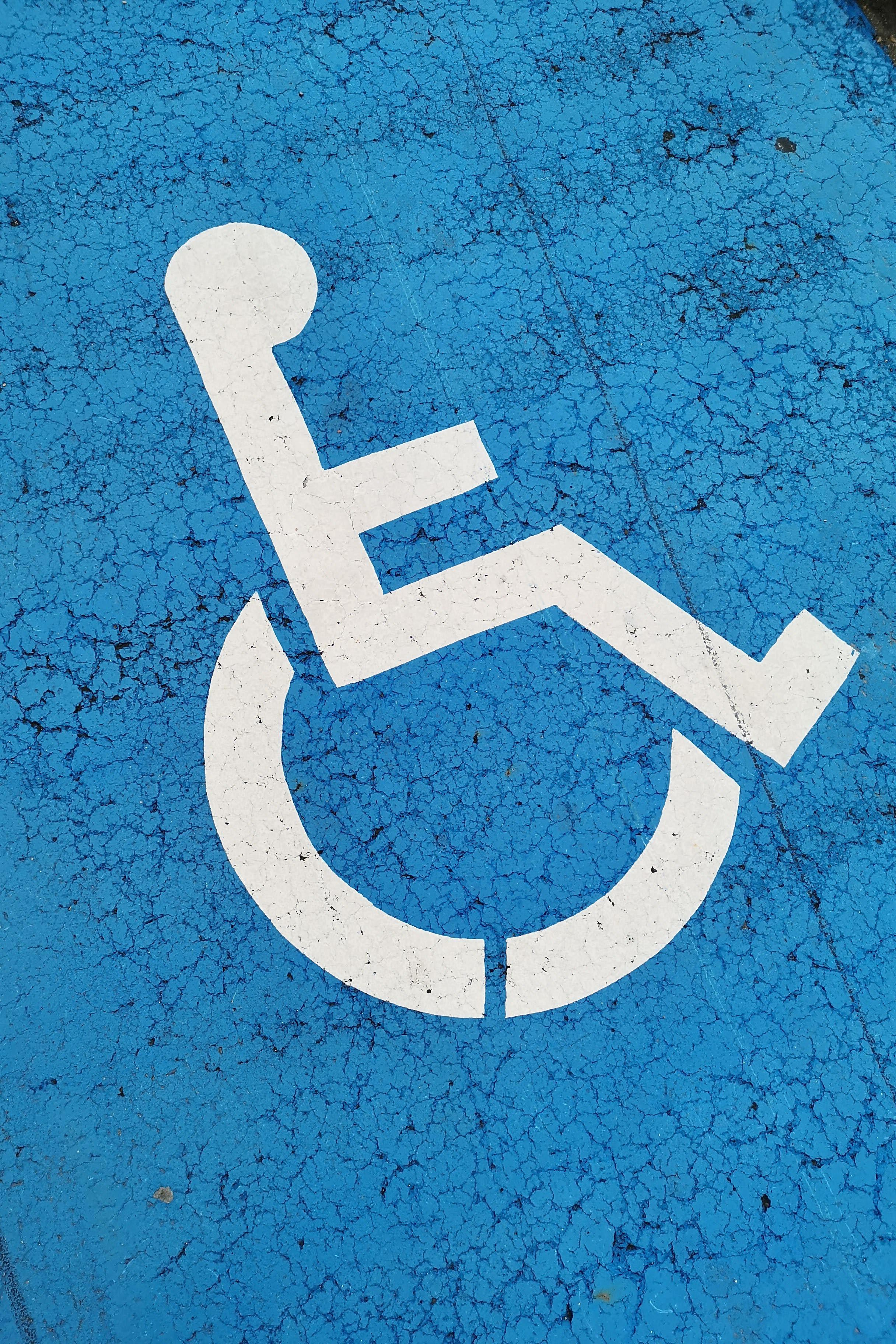 Rollstuhlzeichen auf dem Boden
