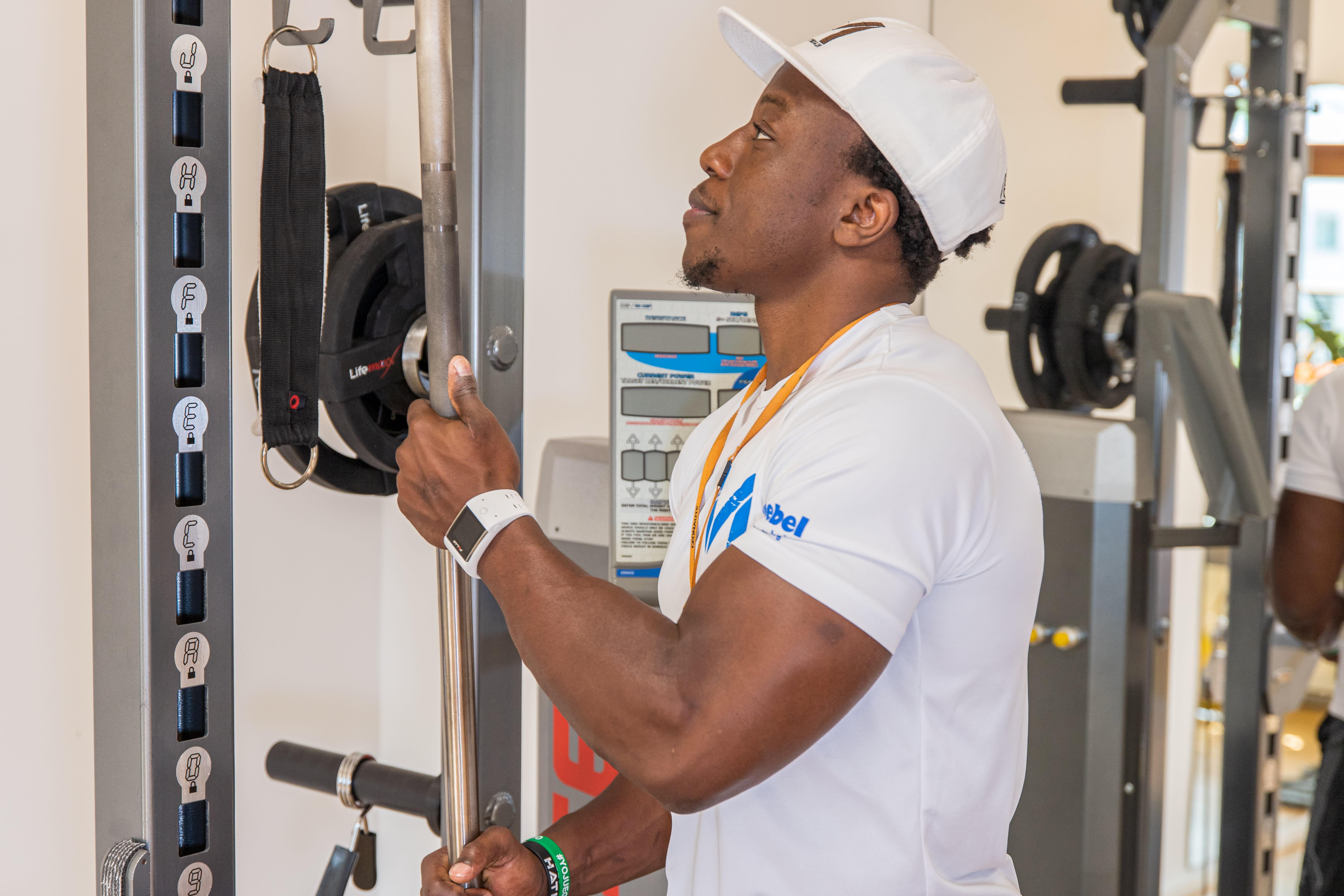Personal Trainer Fitnessgerät einstellen