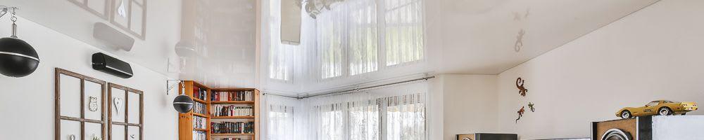 Spanndecke weiß glänzend in Wohnzimmer