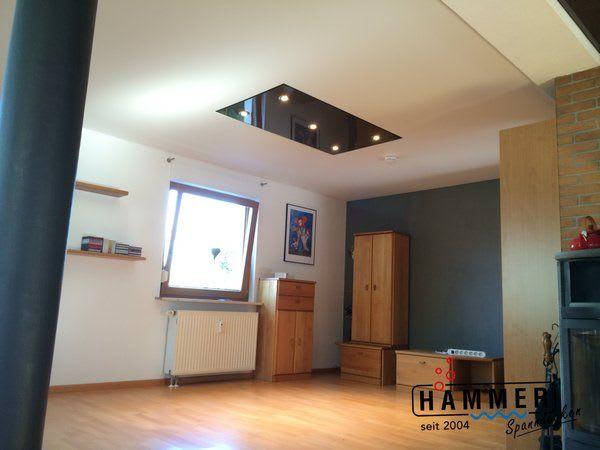 Spanndecke schwarz Wohnzimmer mit Beleuchtung