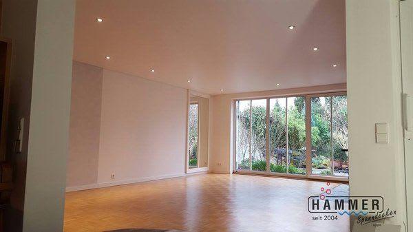 Spanndecke weiß Wohnzimmer mit Holzboden