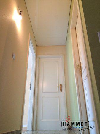 Spanndecke weiß Flur mit grünen Wänden